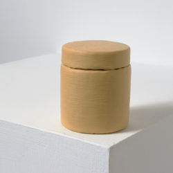 賴志盛,顏料罐_氧化鐵黃,2014,壓克力顏料 / 紙 / 塑膠,7 x 6 x 6 cm