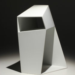郭思敏,虛實間#4,2011,烤漆、鐵,30 x 20.5 x 17.1 cm