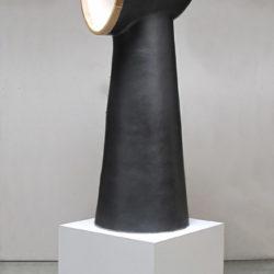 郭旭達,無題 No. 11-01,2011,陶、金屬釉、木材,114.3 × 38.1 × 40.6 cm