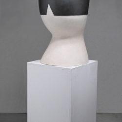 郭旭達,無題 No. 12-03,2012,陶、金屬釉,92.7 × 40.6 × 48.2 cm