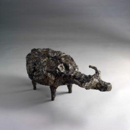 熊秉明,扁肚牛,1997,銅雕,18 x 45 x 21 cm 8 Ed.