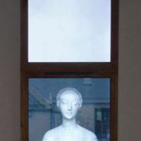 """何采柔,《面紗Veil  ed.4/5》,2014,錄像裝置,裝置: 100 x 60 x 20 cm(木框)96 x 55.5 x 10 cm(電視),長度:4'29"""""""